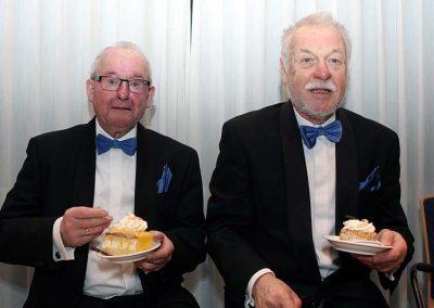 Samen genieten van een gebakje